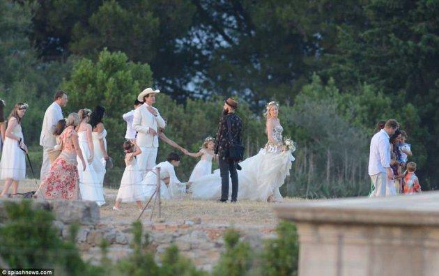 Младший брат Илона Маска женился на дочери миллиардера. Видео