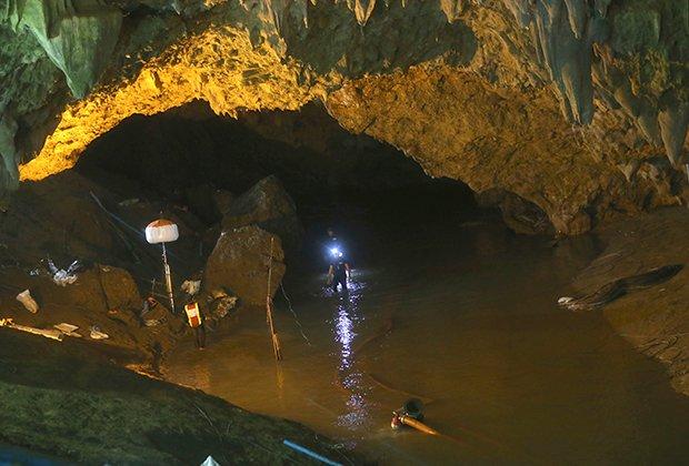 В Таиланде спасли всех застрявших в пещере