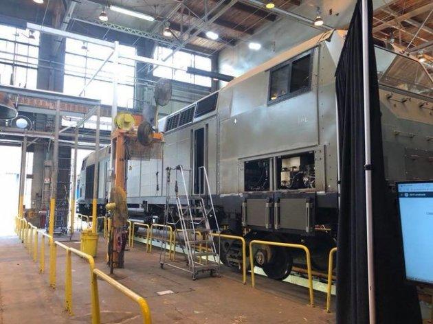 Укрзализныця показала первый локомотив, изготовленный GE для Украины
