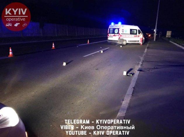 В Киеве мотоциклист насмерть сбил женщину, шедшую с могилы ребенка
