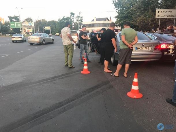 В Одессе подросток на отцовской машине устроил ДТП с Tesla
