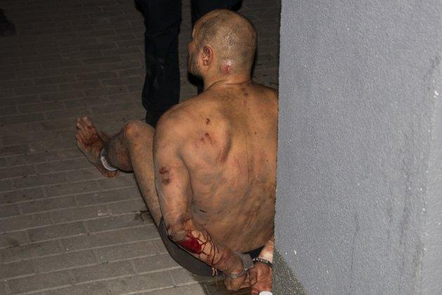 Киевлян напугал неадекватный окровавленный мужчина. Видео