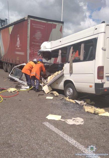 В Житомирской области маршрутка врезалась в фуру: 10 погибших, много травмированных
