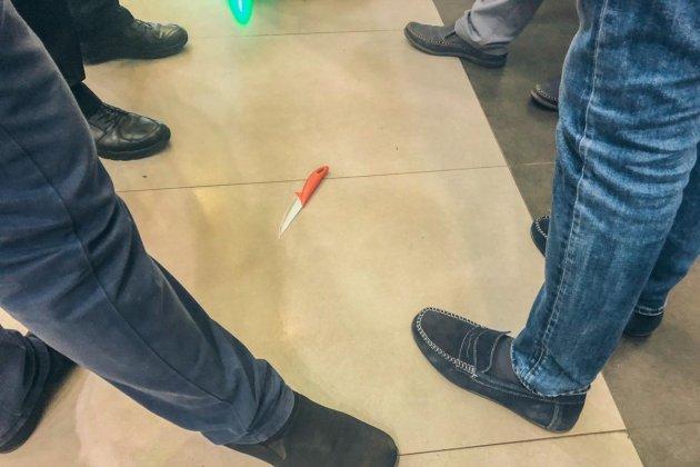 В киевском гипермаркете женщина вскрыла себе вены