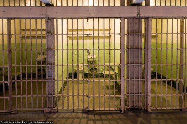 История побега трех заключенных из легендарной тюрьмы «Алькатрас». Фото