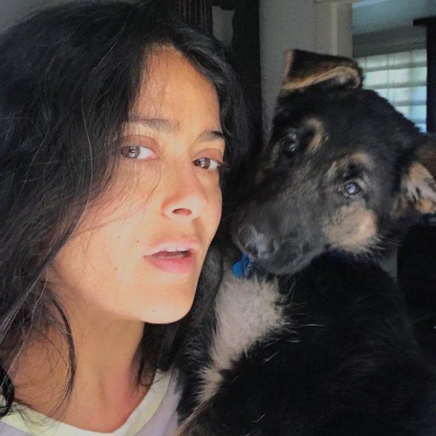 51-летняя Сальма Хайек показала естественную красоту без макияжа