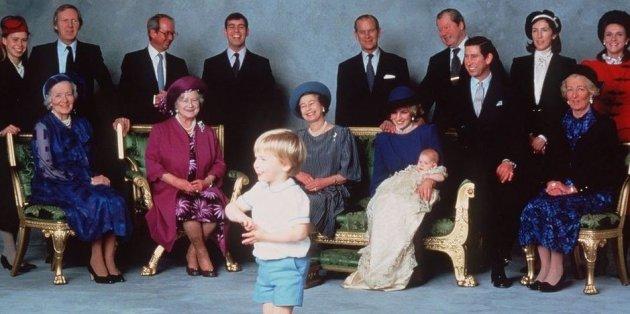Милые фотографии королевы Елизаветы II с внуками. Фото