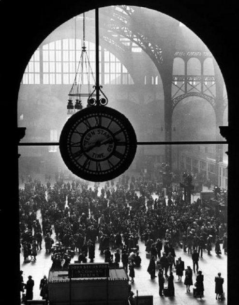Фотографы показали на снимках важнейшие моменты прошлого столетия. Фото