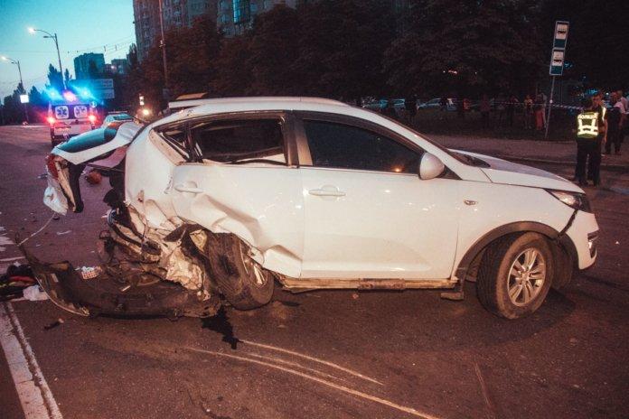 У Києві Audi на повній швидкості протаранив KIA з немовлям всередині