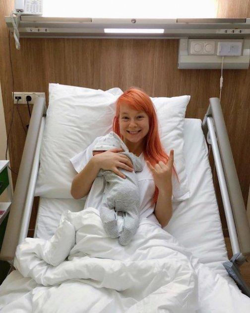 Відома українська співачка показала перше фото з роддому