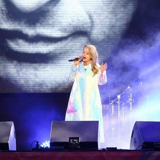 Кароль виконала пісню Кузьми