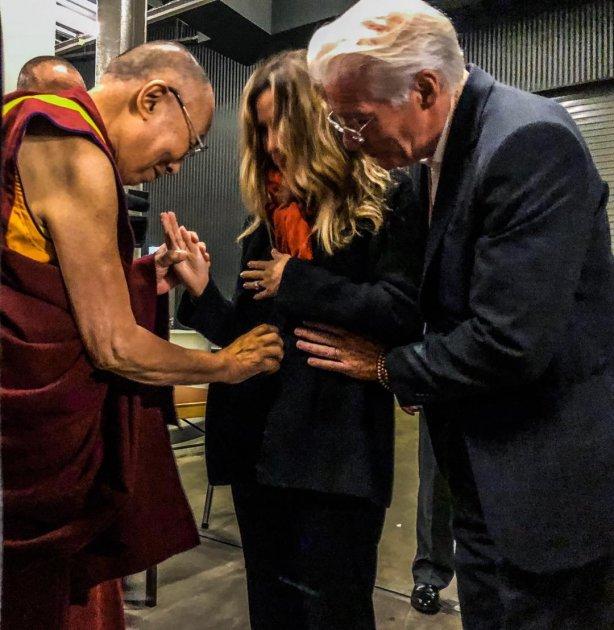 Відомий актор-буддист в 69 років стане батьком