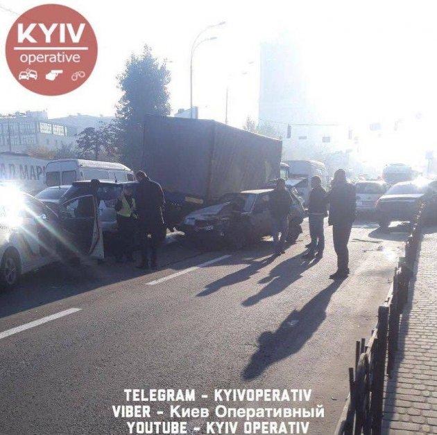 В Києві сталося масштабне ДТП з п'ятьма авто і потерпілими