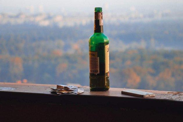 У Києві чоловік напідпитку вистрибнув з 24-го поверху