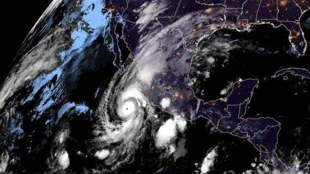 В NASA показали заворожуючі фото потужного урагану над Мексикою
