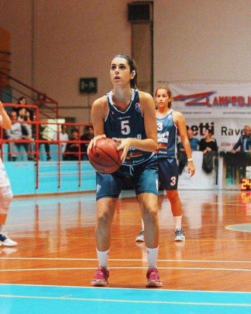 Мережу підкорили фото найпривабливішої баскетболістки Італії