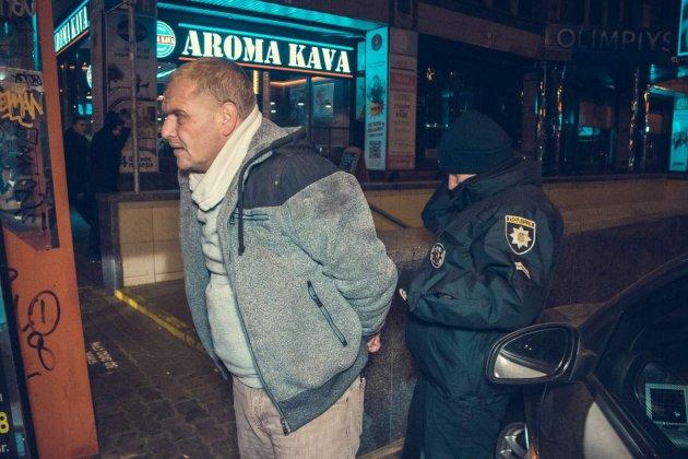У Києві таксист «змусив» поліцейського бігти за своїм авто