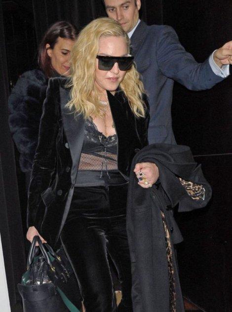 Мадонна вийшла в люди у напівпрозорому вбранні. Фото