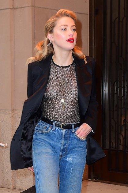 Ембер Херд шокувала, одягнувши на конференцію прозорий одяг. Фото
