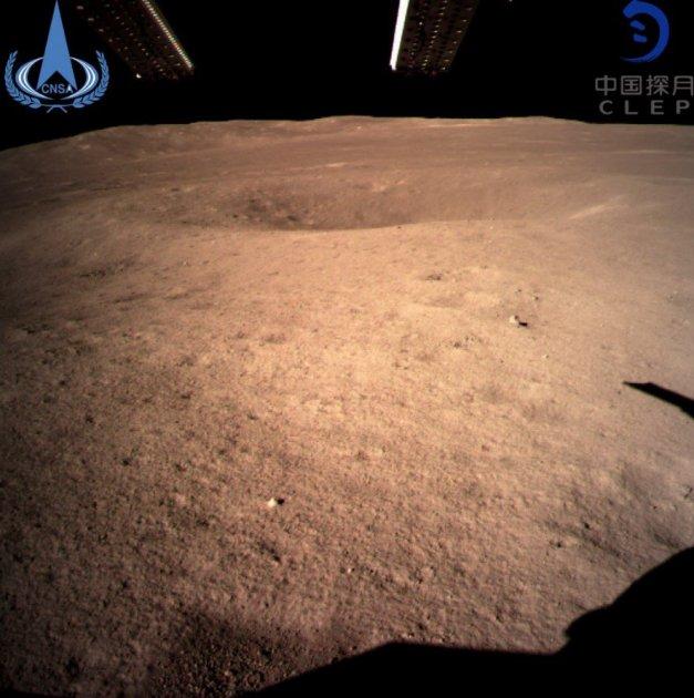 Китай показав перші фотографії зворотної сторони Місяця