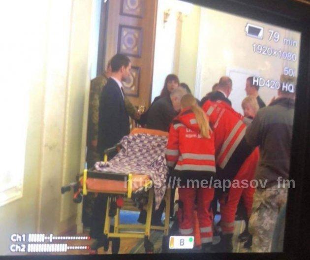 Нардепа забрали из Рады на скорой: появились фото и подробности