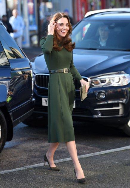Кейт Миддлтон вышла в свет и поразила своим платьем. Фото
