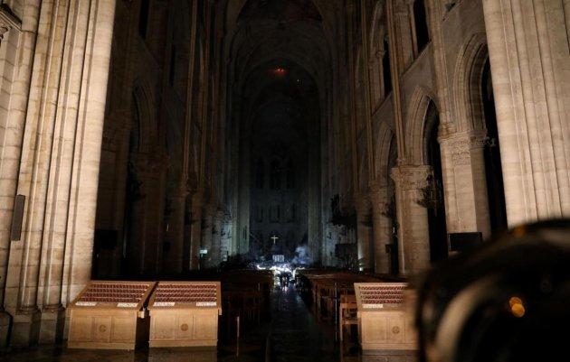 Собор Паризької Богоматері після пожежі: з'явилися перші фото