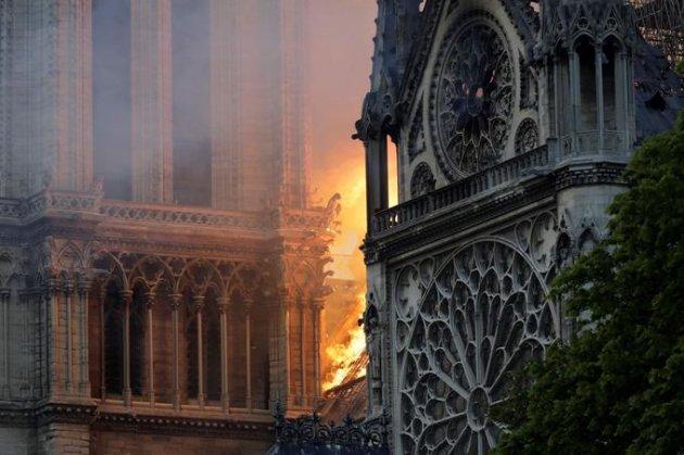 Біда Нотр-Даму: три елементи собору можуть обвалитися. Фото
