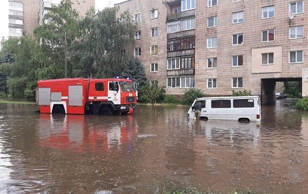 У Рівному «розгулялася» злива: які наслідки для міста. Фото
