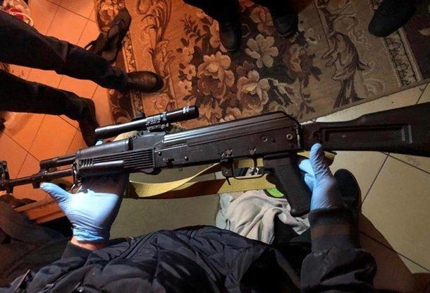 На Херсонщині контрактник-дезертир зі зброєю взяв заручницю