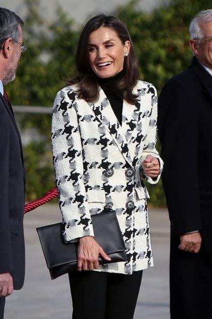Королева Летиція вдягла жакет з трендовим принтом. Фото