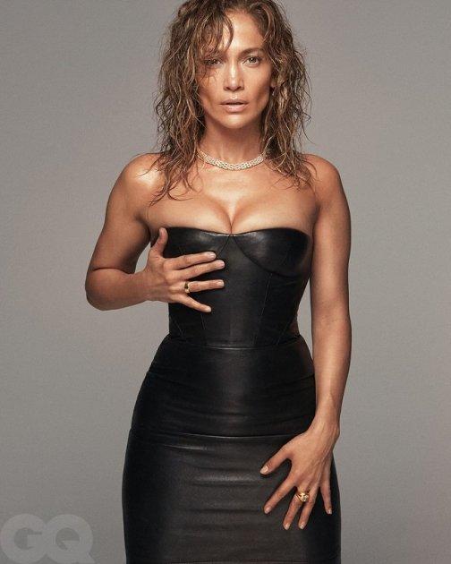 Дженніфер Лопес знялася у спокусливій фотосесії для чоловічого глянцю