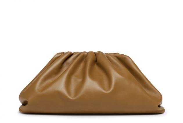 Антитренд: названі сумки, які остаточно вийшли з моди. Фото