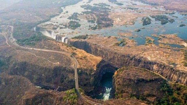 У Південній Африці засихає відомий водоспад. Фото