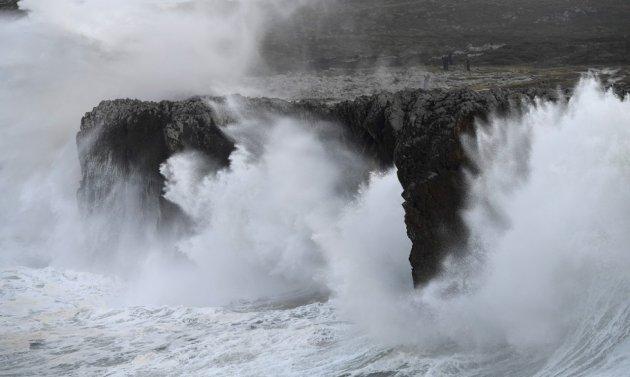 Іспанію і Португалію накрили величезні хвилі. Фото