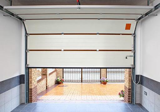 Підйомні автоматичні гаражні ворота — маст-хев кожного автовласника