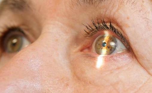 Как обнаружить катаракту и когда обращаться к специалистам?