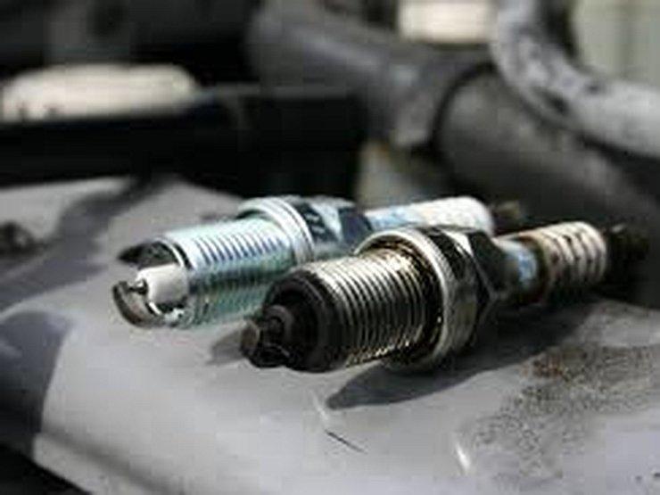 Автомобильные свечи зажигания: когда заменять и как использовать